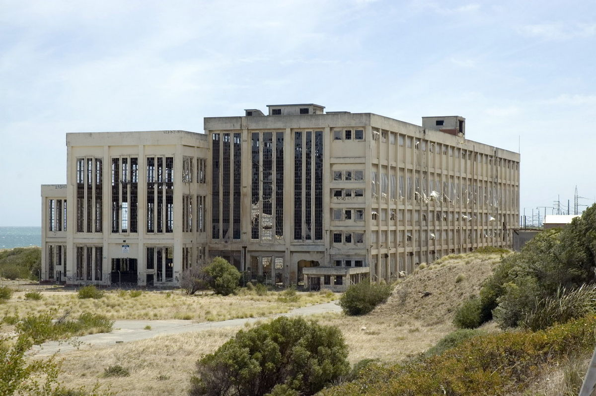 1200px-South_Fremantle_Power_Station