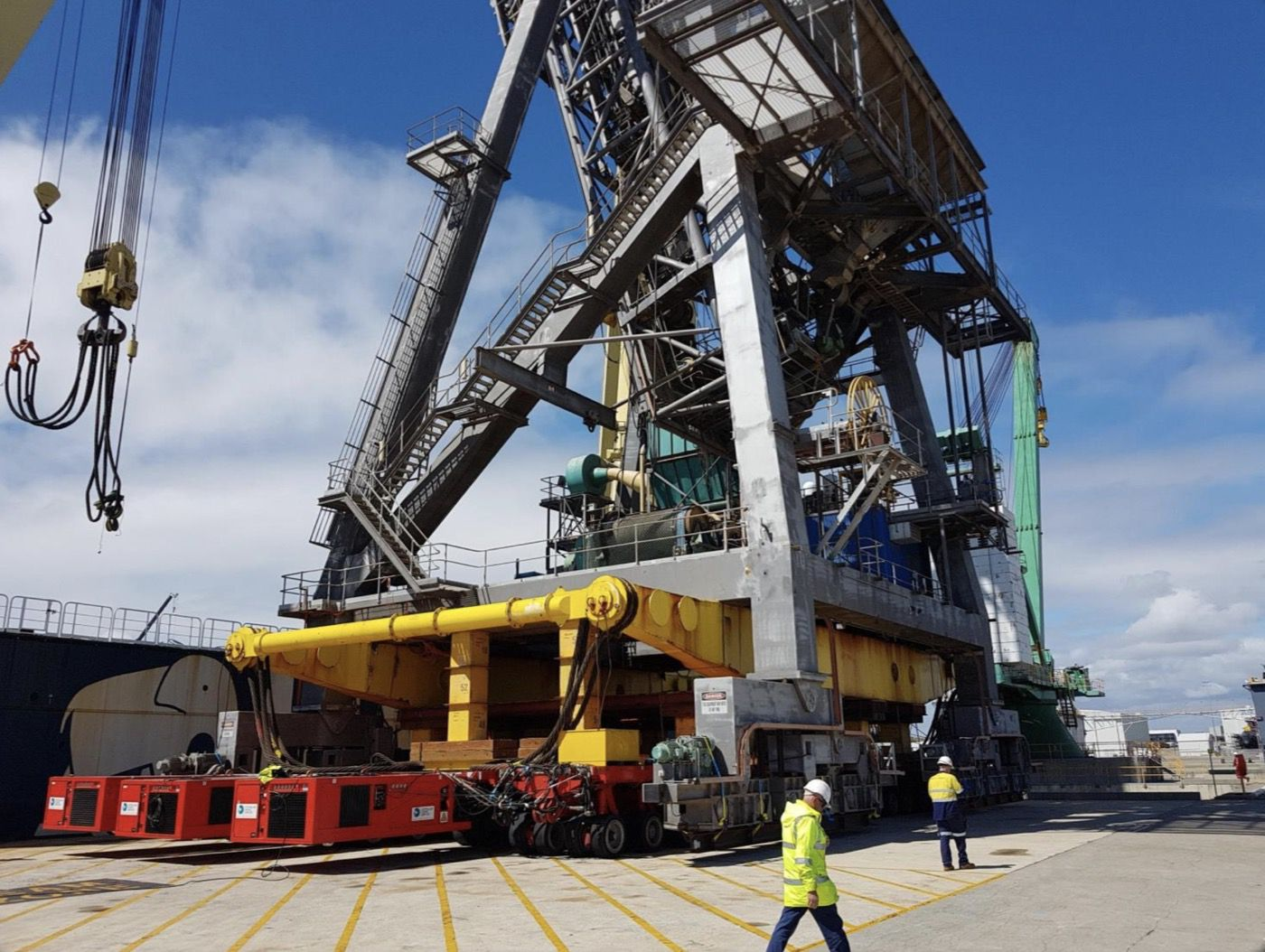1-fremantle-port-crane-removal@2x