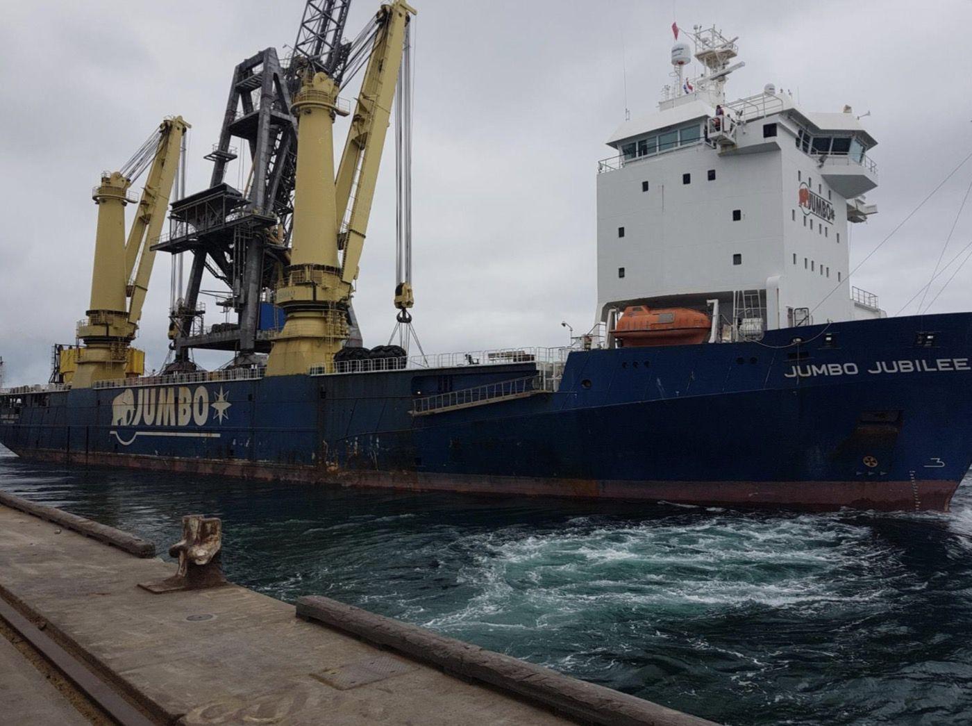 10-fremantle-port-crane-removal@2x