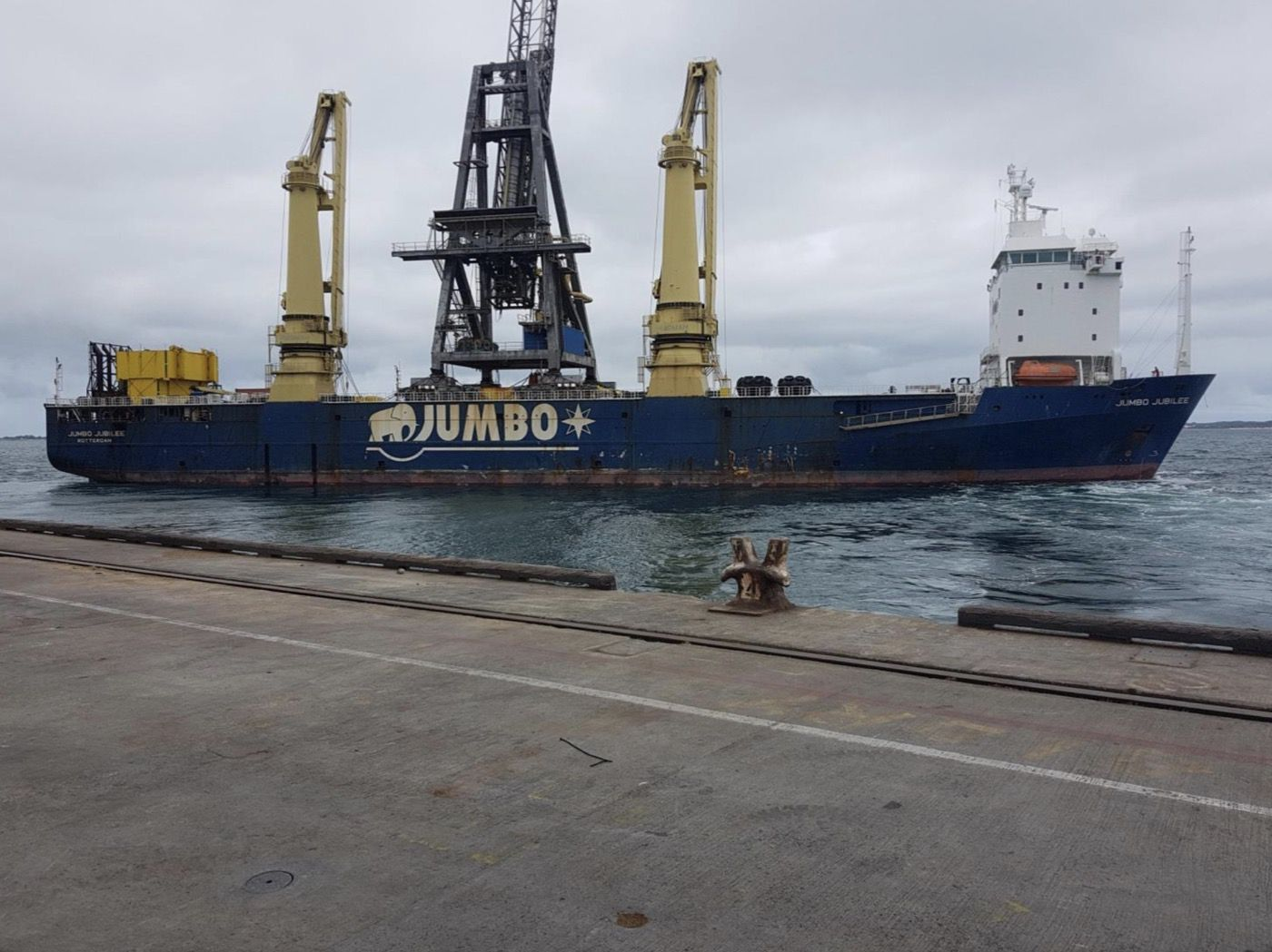 11-fremantle-port-crane-removal@2x