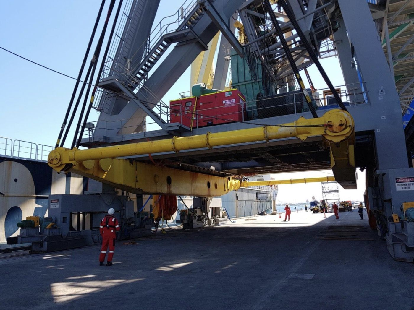 4-fremantle-port-crane-removal@2x