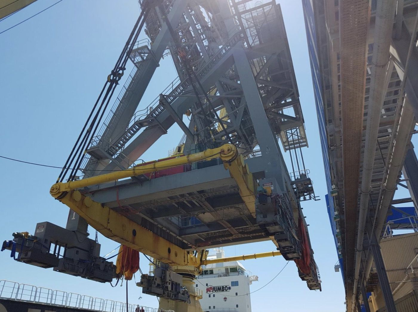 5-fremantle-port-crane-removal@2x