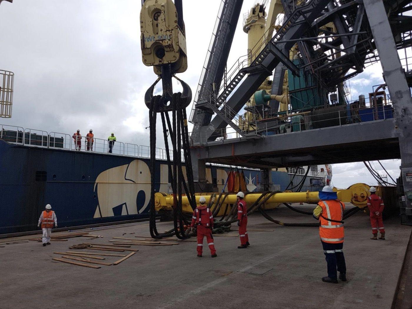 7-fremantle-port-crane-removal@2x
