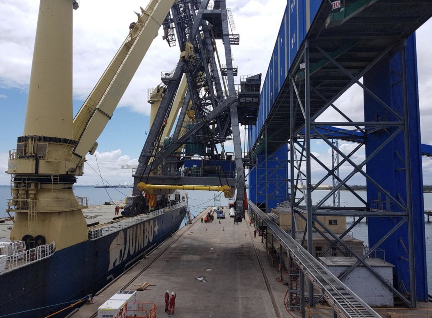 8-fremantle-port-crane-removal@2x