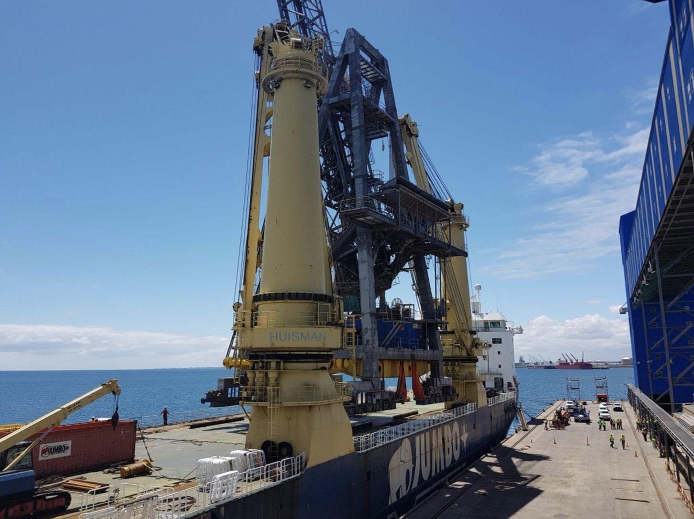 9-fremantle-port-crane-removal@2x
