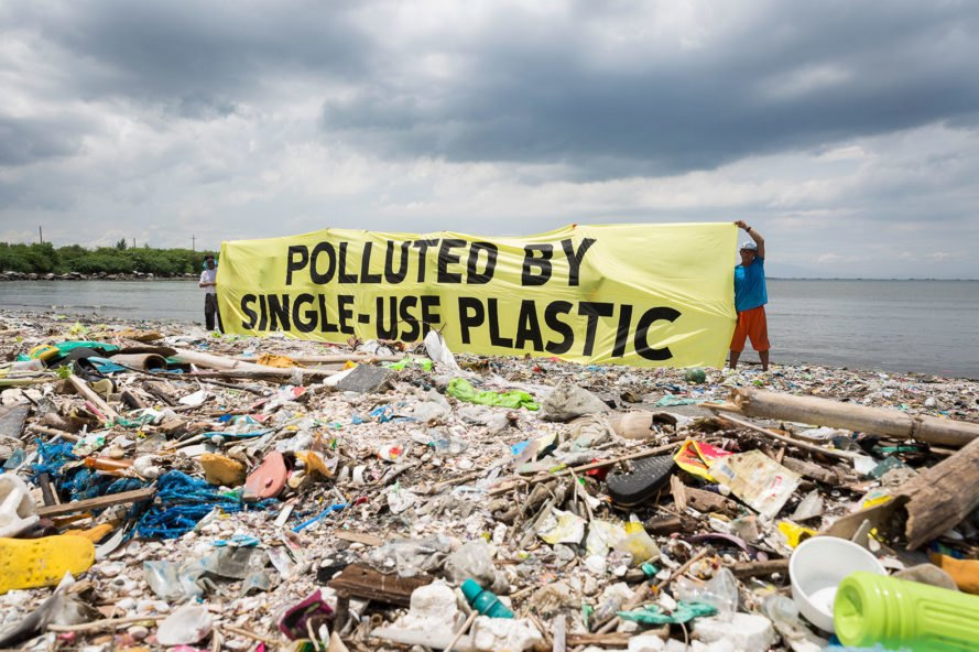 Plastic-Trash-Philippines-889x592