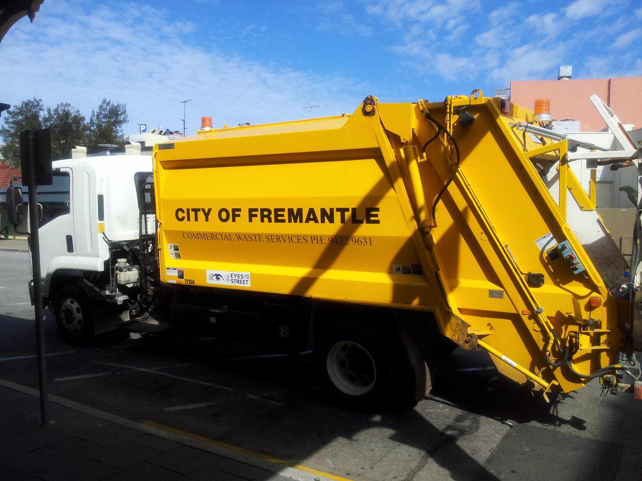 City_of_Fremantle_rubbish_truck_2012