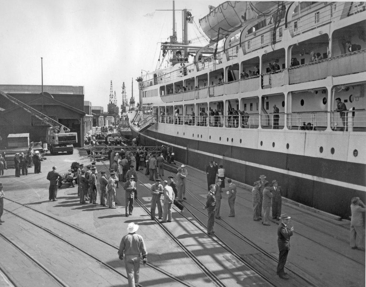 1948 - Corinthic alongside B-C Ramp Victoria Quay