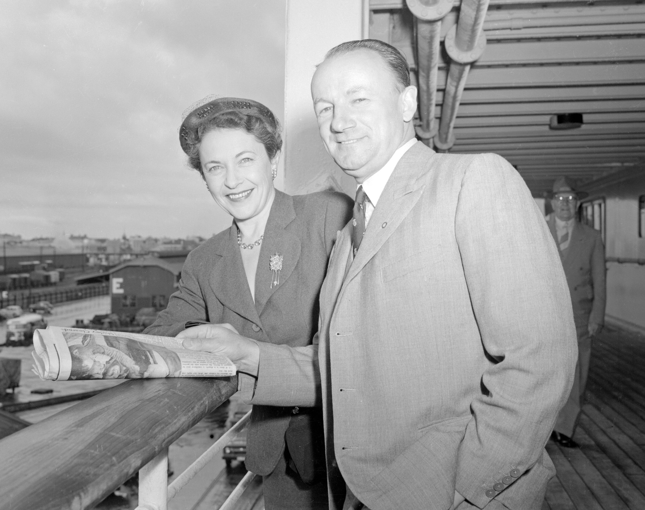 PORTRAIT OF AUSTRALIAN CRICKETER SIR DONALD BRADMAN PICTURED WITH HIS WIFE LADY BRADMAN